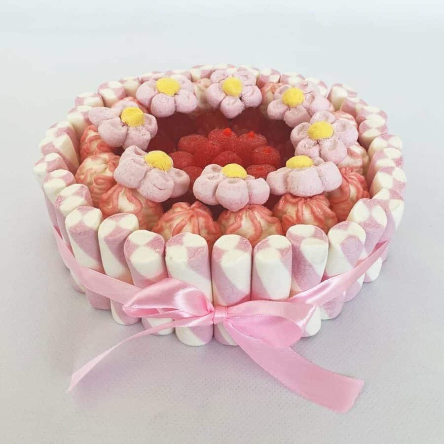 Tarta de nubes rosa, blanca y roja